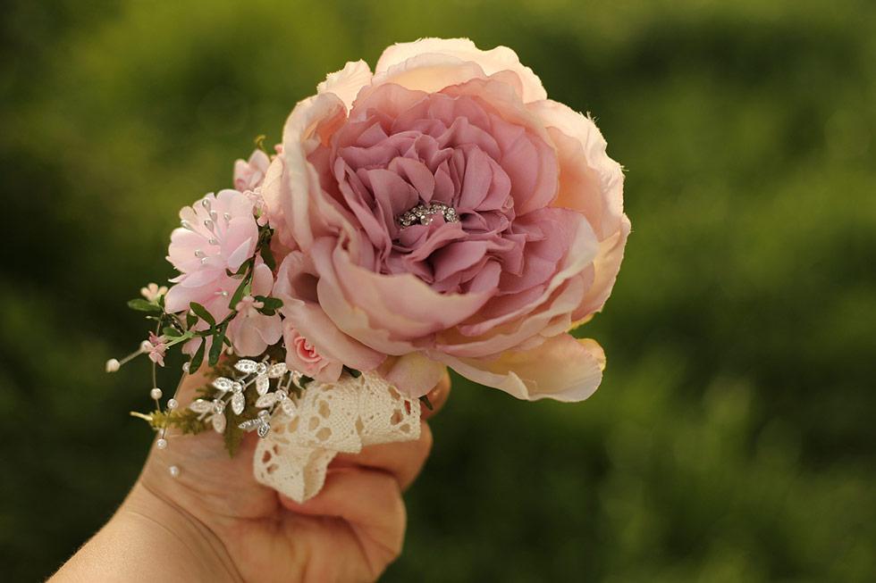 Růžový kytičkový náramek Magaela