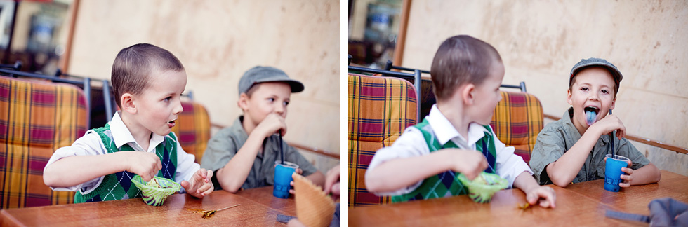 Synové Zuzky si dávají zmrzlinu na náměstí