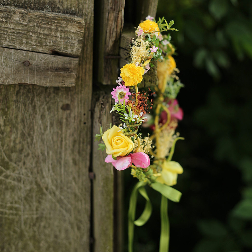 Žlutý kytičkový věneček Magaela