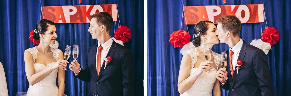 Fotografie novomanželského přípitku