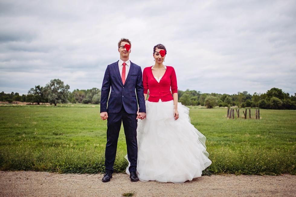Nevěsta a ženich a páska přes oko