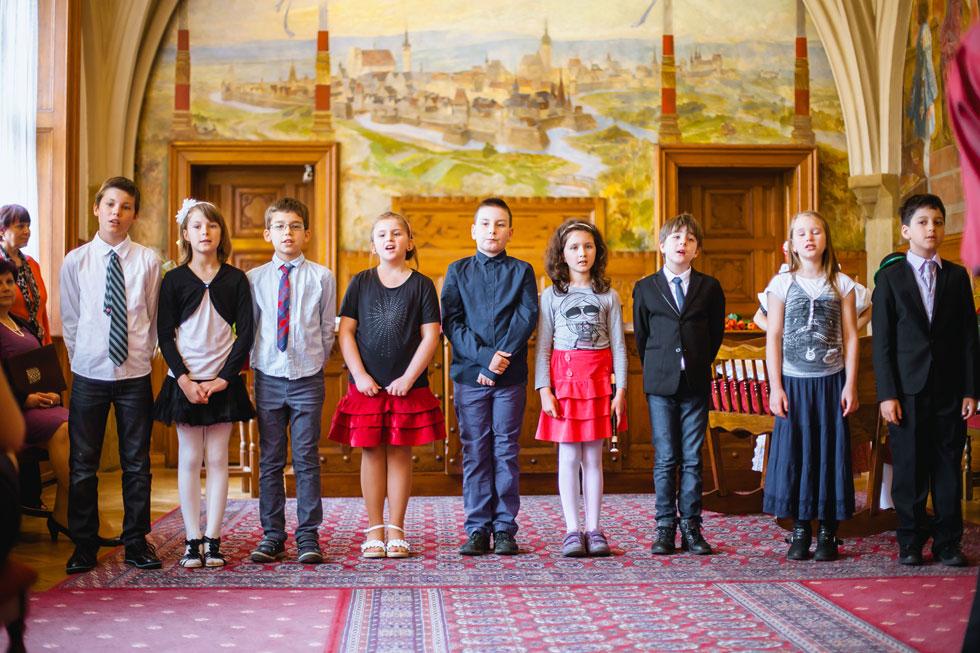 Sbor dětí pěje písně na vítání občánků