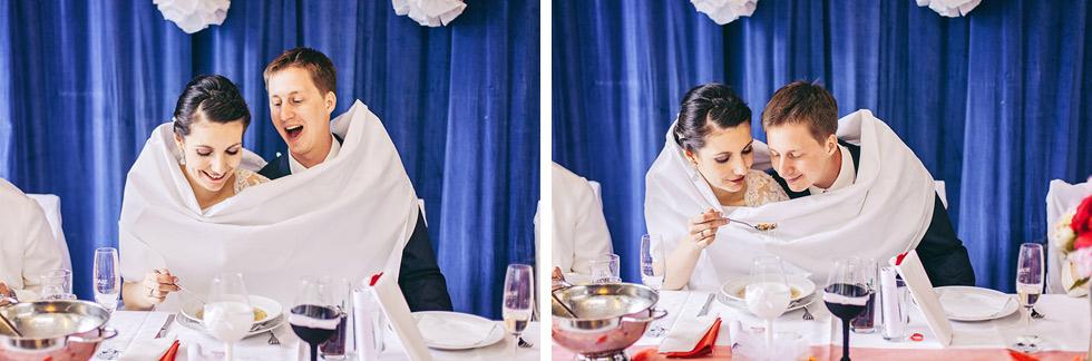 Svatební polévka, nevěsta krmí ženicha