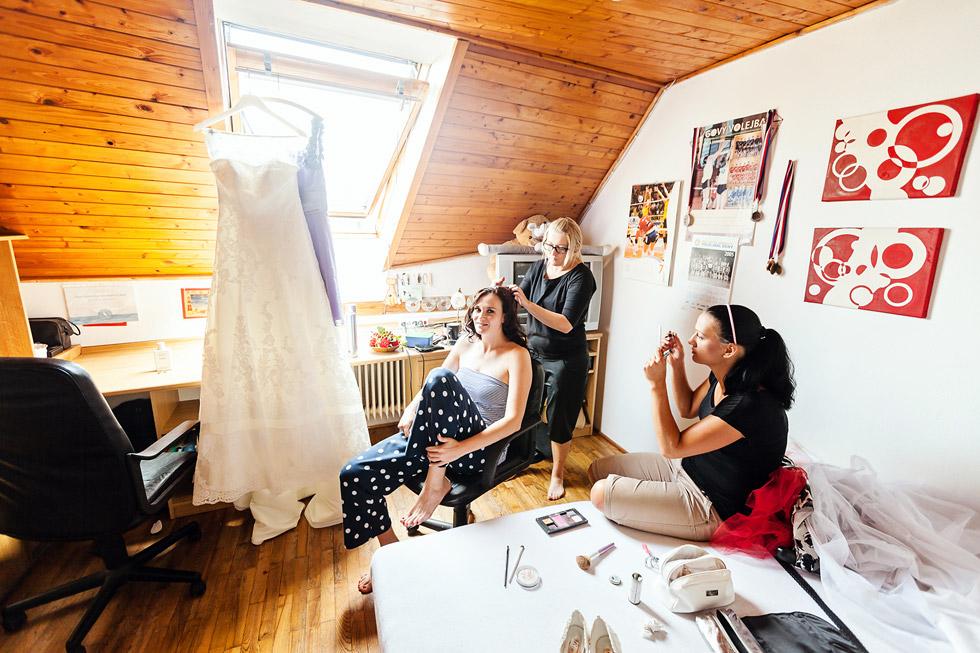 Přípravy nevěsty a svědkyně