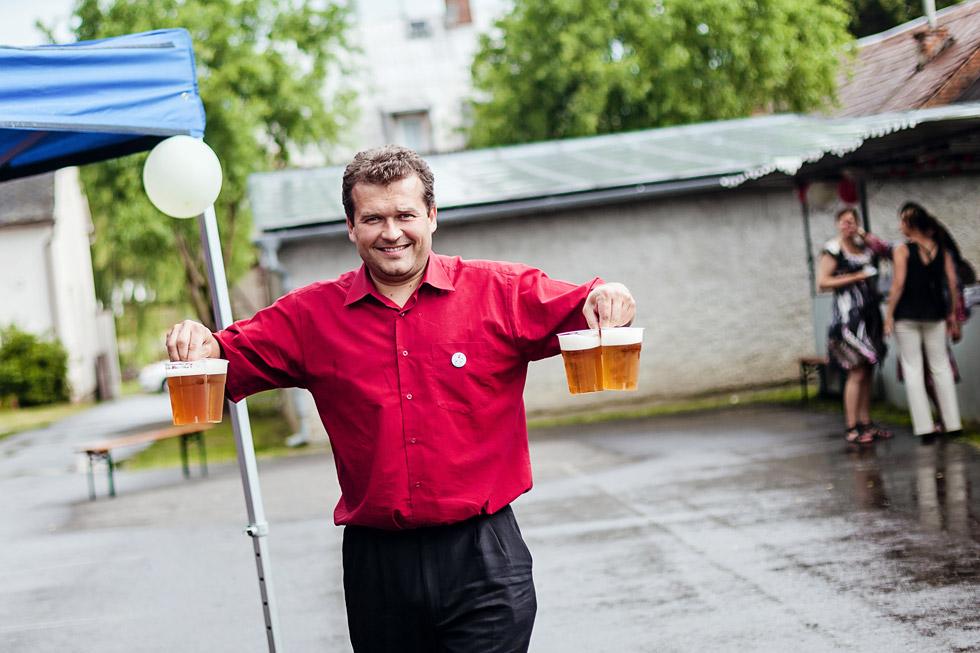 Host nese pivo