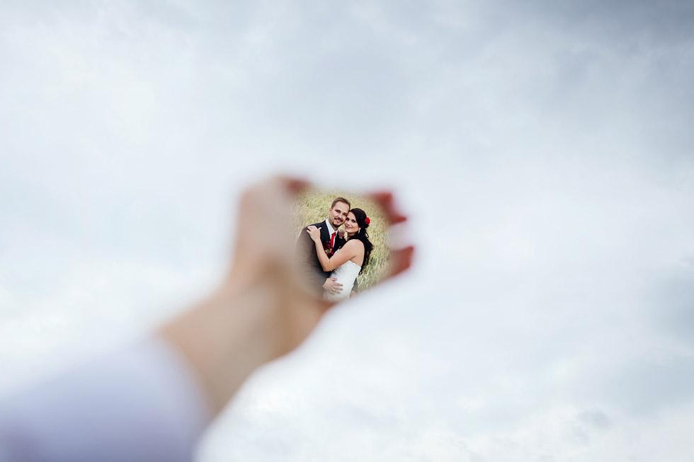 Nevěsta a ženich v zrcadle