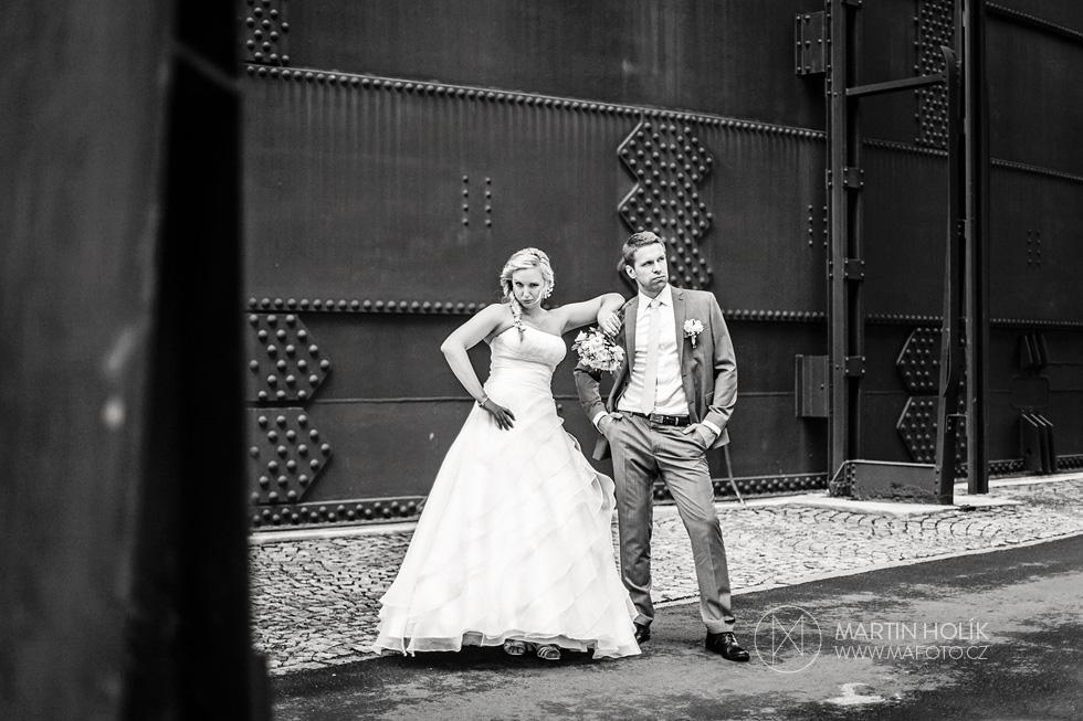 Dramatický portrét ženicha a nevěsty