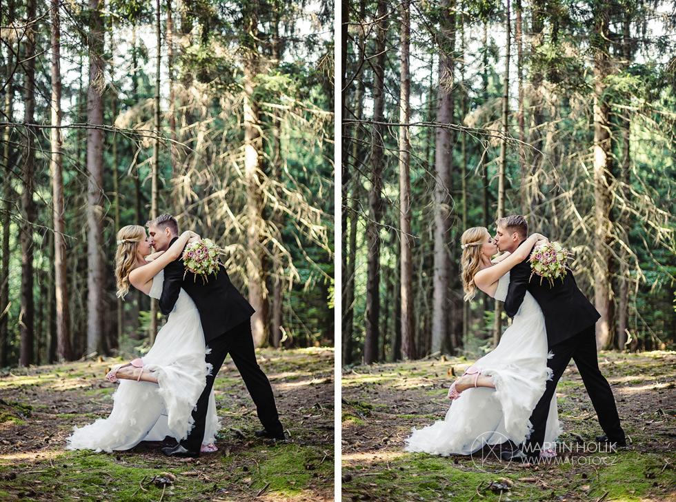 Epický portrét polibku nevěsty a ženicha