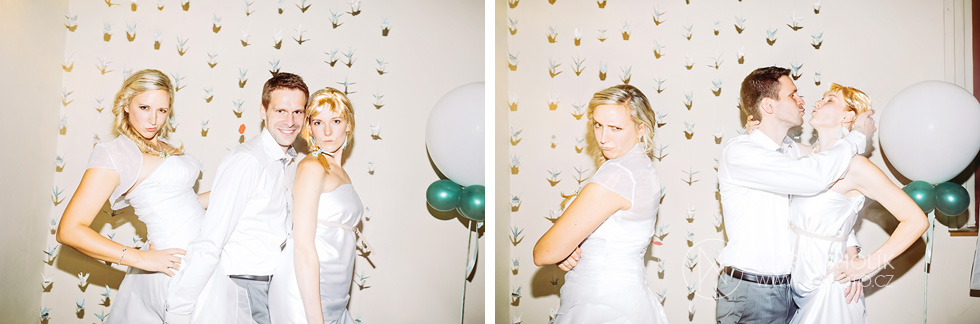 Falešná nevěsta útočí na fotokoutek