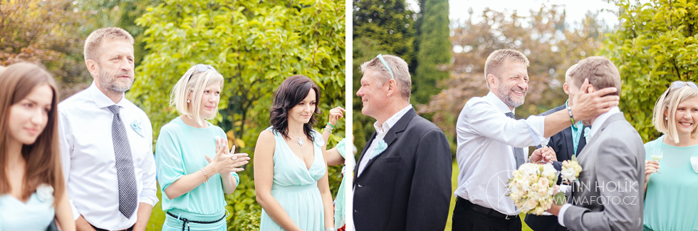 Hosté tleskají nevěstě a ženichovi