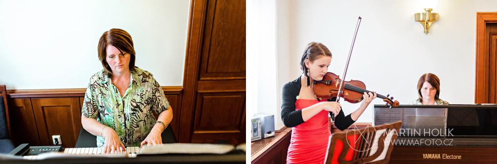 Houslistka a klavíristka na svatbě
