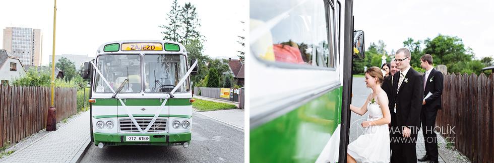 Nástup do svatebního autobusu