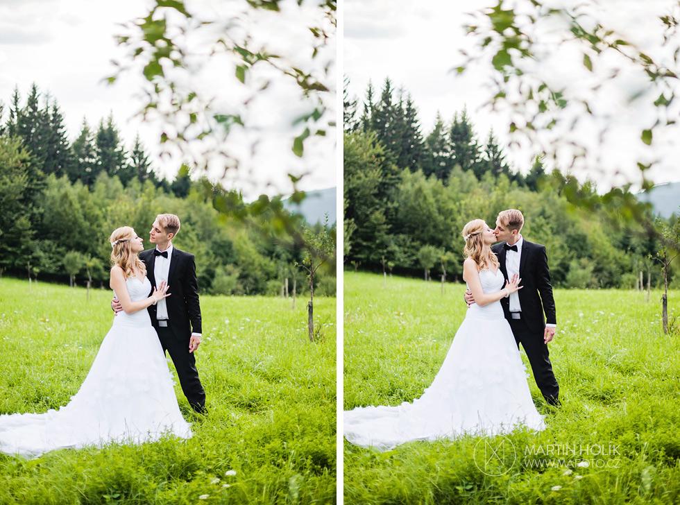 Nevěsta a ženich na louce