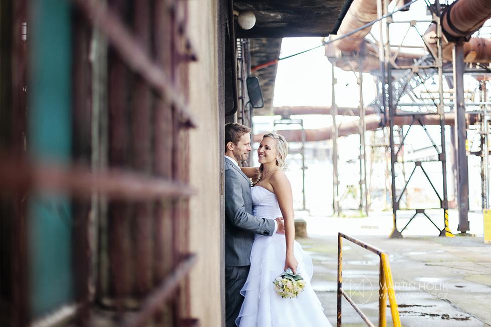 Nevěsta a ženich na železářské rampě