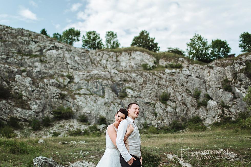 Nevěsta a ženich v lomu