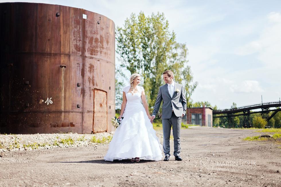 Nevěsta a ženich ve vítkovickém areálu