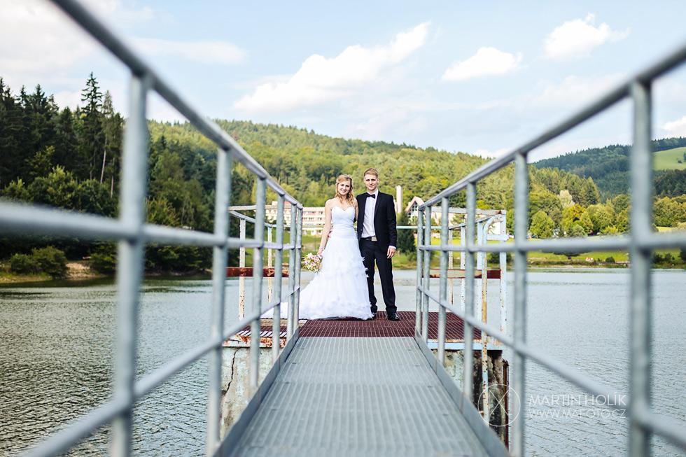 Portrét nevěsty a ženicha na molu
