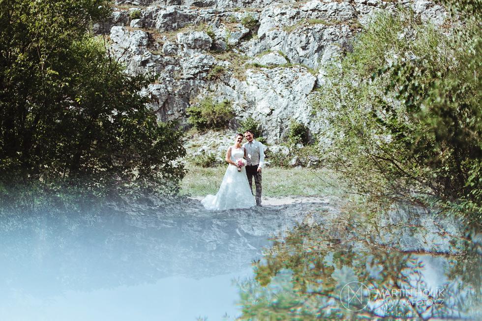 Portrét nevěsty a ženicha u jezera