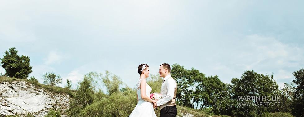 Portrét nevěsty a ženicha u skal