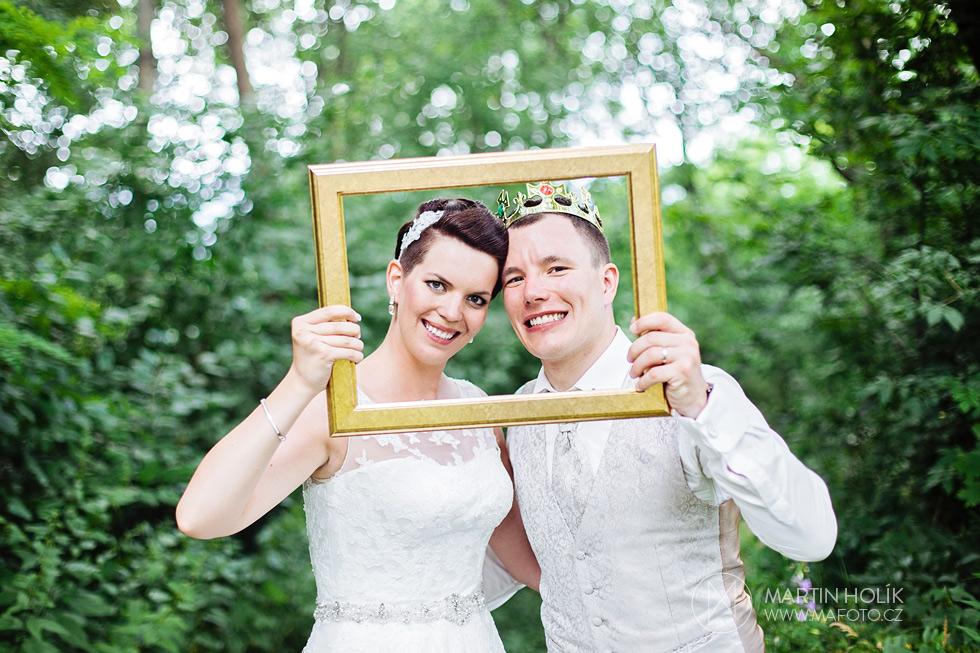 Portrét nevěsty a ženicha v rámečku