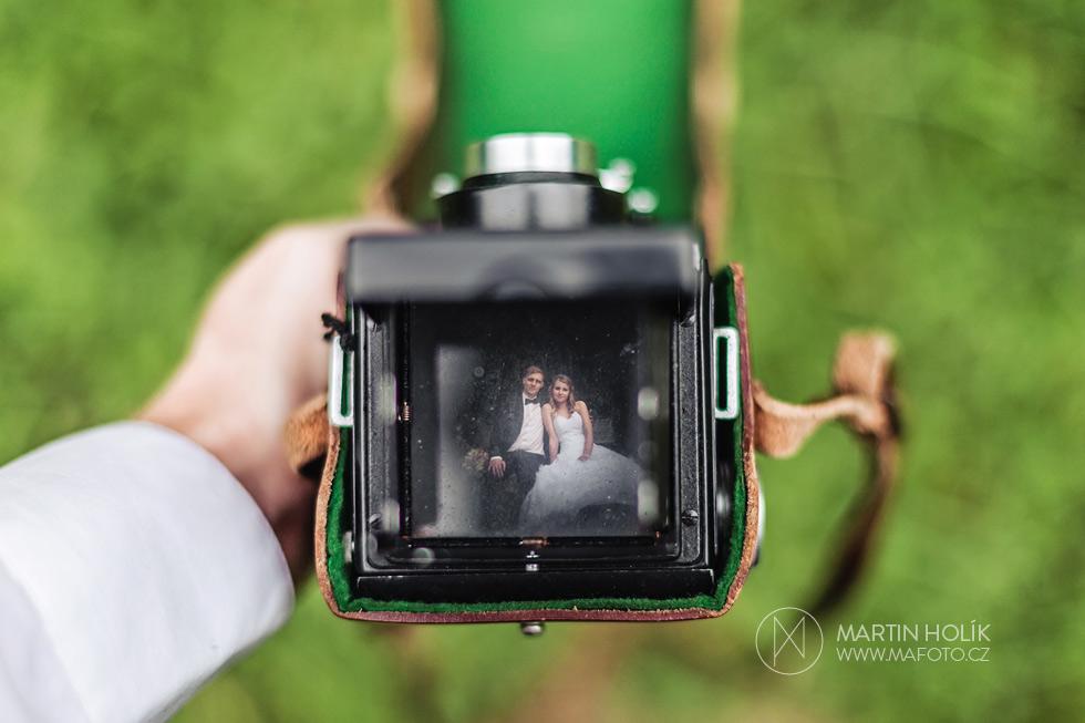 Portrét novomanželů flexaretou