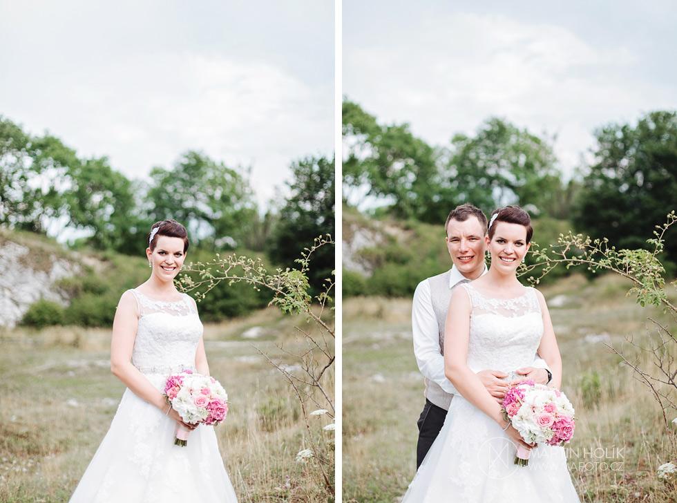 Portrét novomanželů u keříku