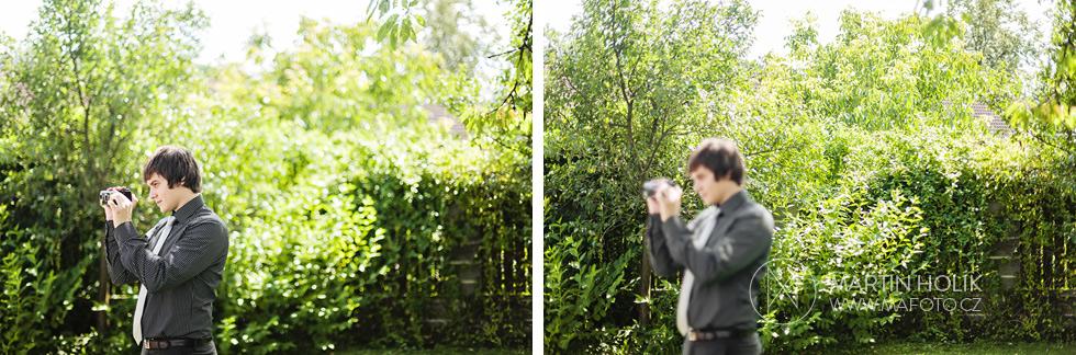 Svatební kameraman natáčí svatební obřad