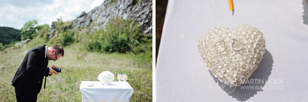 Svatební kameraman si točí prstýnky