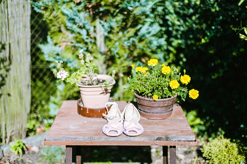 Svatební střevíce a květiny