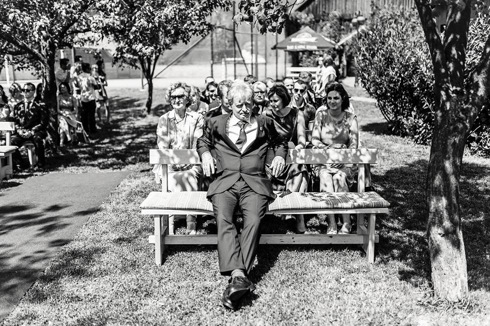 Tatínek ženicha čeká na snoubence