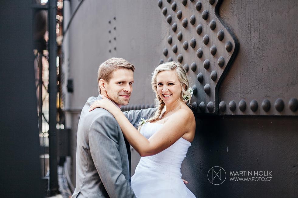 Ženich a nevěsta v železárnách u stěny