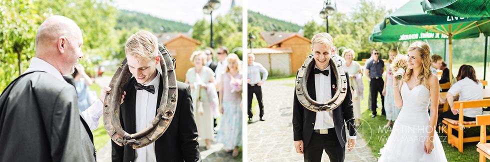 Ženich dostal chomout a nevěsta se mu směje