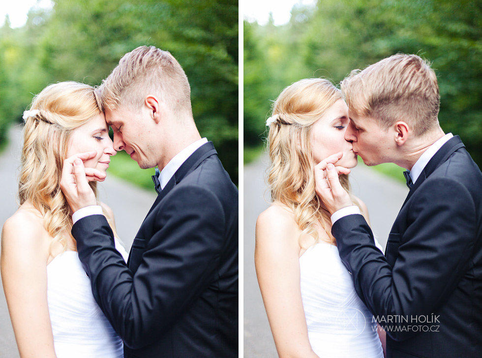 Ženich políbil nevěstu na cestě
