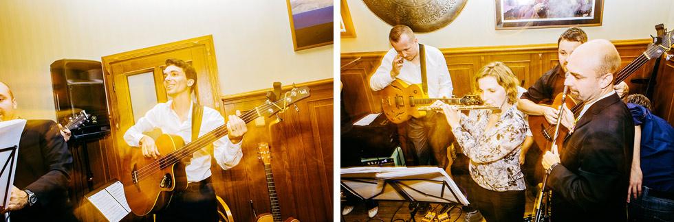Ženich si zahrál i na kytaru