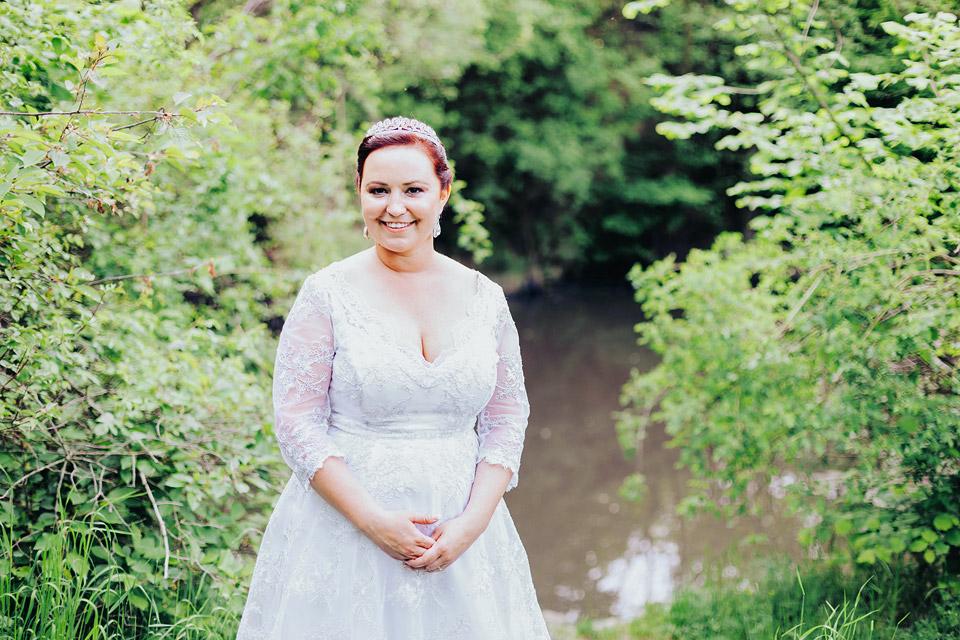 Portrét nevěsty u jezera