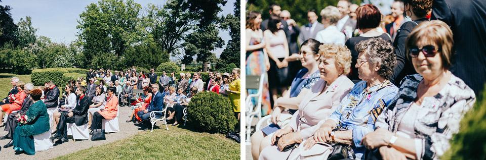 Svatebčané na svatebním obřadu