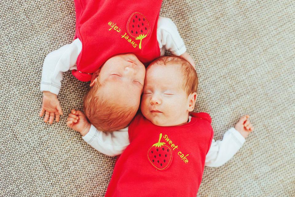 Fotografie malých dvojčátek