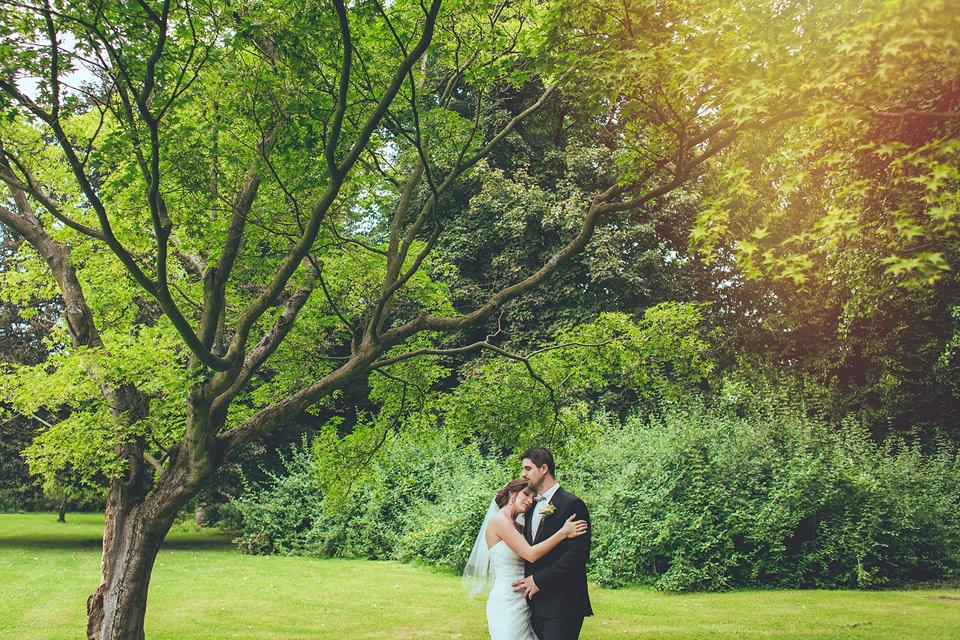 něžný portrét nevěsty a ženicha