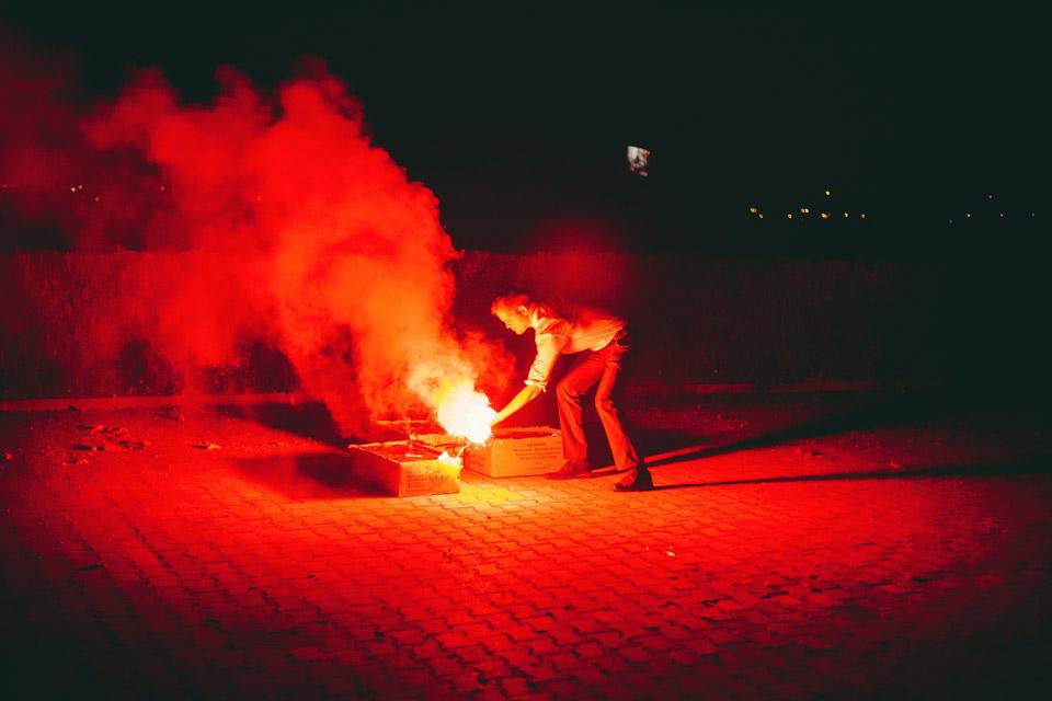 Odpálení ohňostroje statečným ženichem