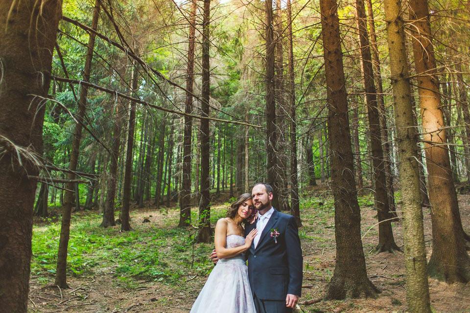 Lesní portrét nevěsty a ženicha v Loučné nad Desnou