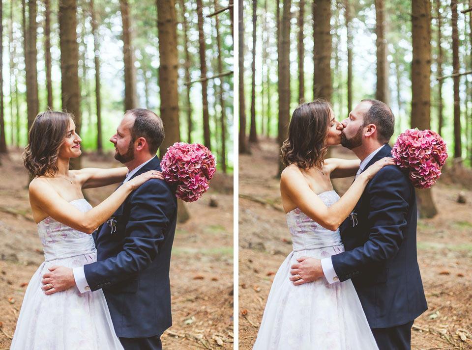 Lesní portrét nevěsty a ženicha