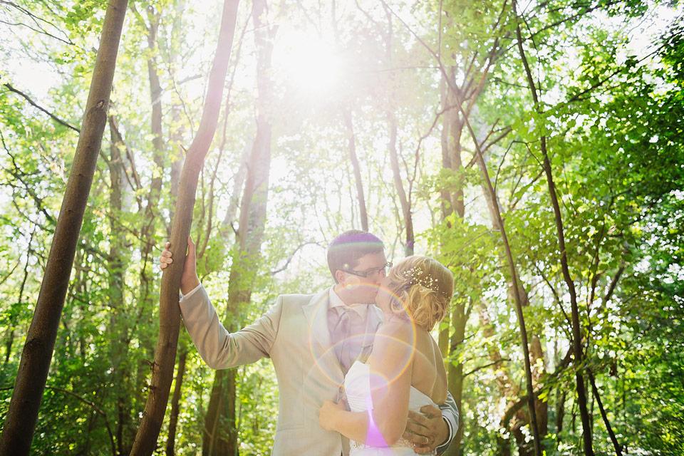 Portrét nevěsty a ženicha proti světlu