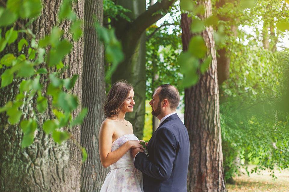 Svatební fotografie v parku v Loučné nad Desnou