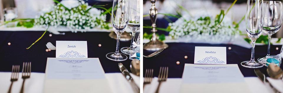 Svatební tabule se jmenovkami pro ženicha a nevěstu