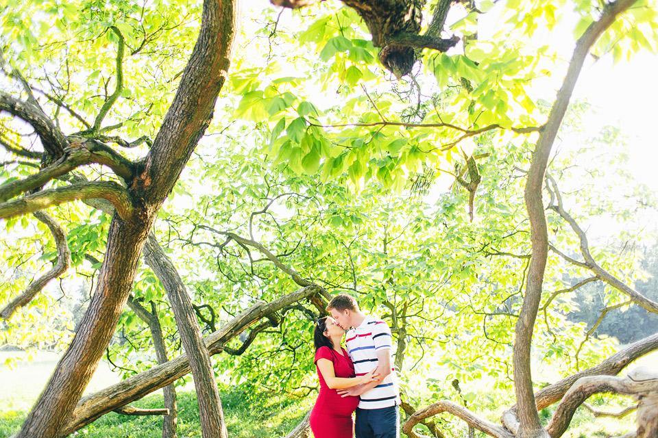 Těhotenská fotografie z parku v Kroměříži