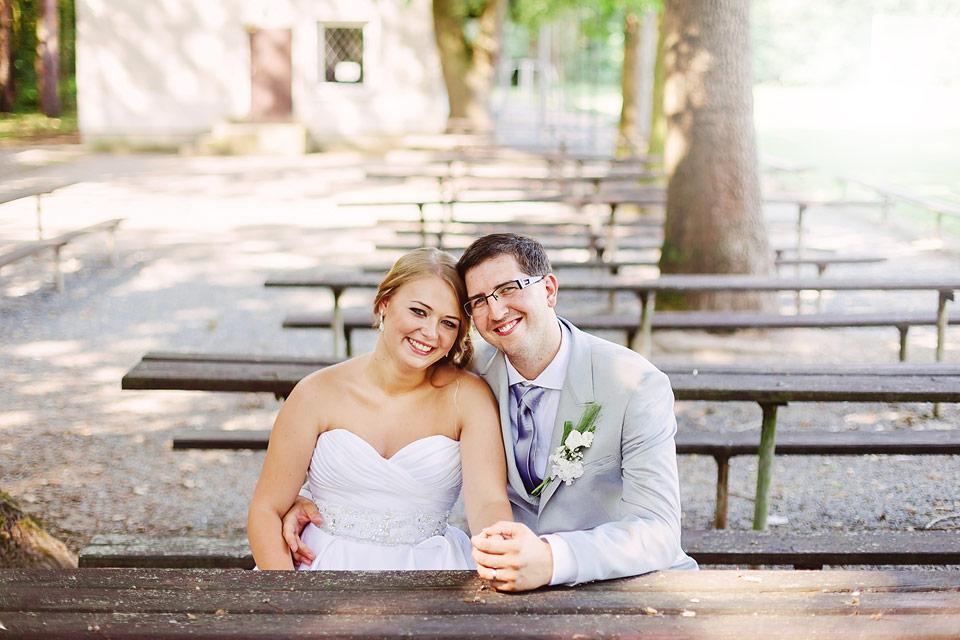 Usmívající se ženich s nevěstou