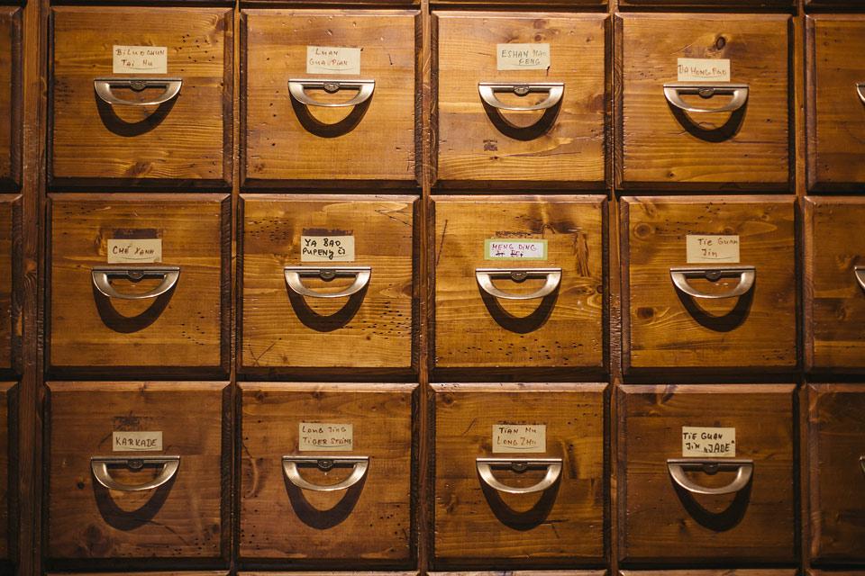 Čajová skříň v dobré čajovně