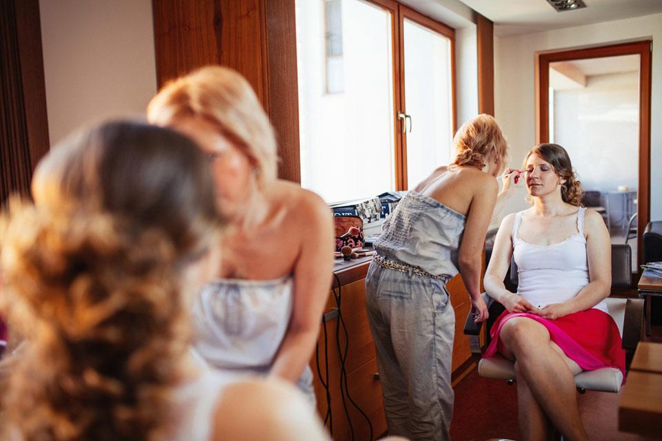 Fotografie z líčení nevěsty v Olomouci