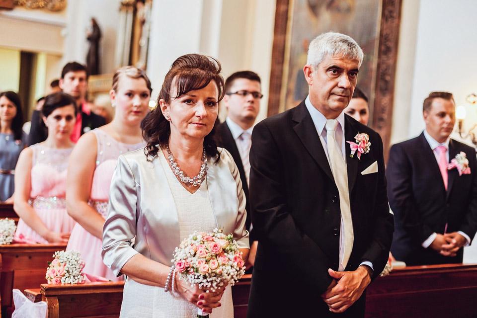 Kamarádi a rodiče u obřadu