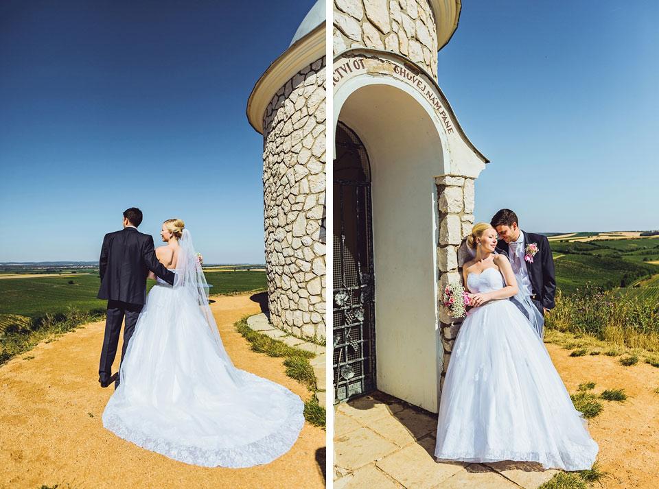 Kaplička ve Velkých Bílovicích s novomanželi